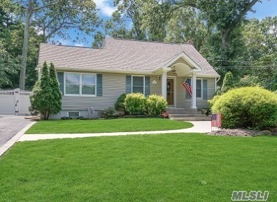 Smithtown Single Family Home For Sale: 411 Sunset Ln