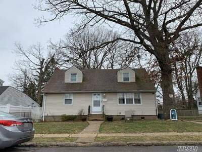 East Meadow Single Family Home For Sale: 480 Hull St