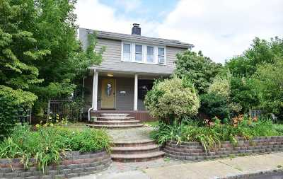 Roslyn Heights Single Family Home For Sale: 19 High St