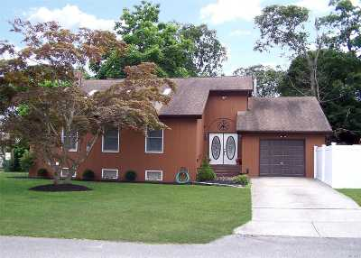Center Moriches Single Family Home For Sale: 160 Holiday Blvd