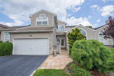 Hauppauge Condo/Townhouse For Sale: 169 Windwatch Dr
