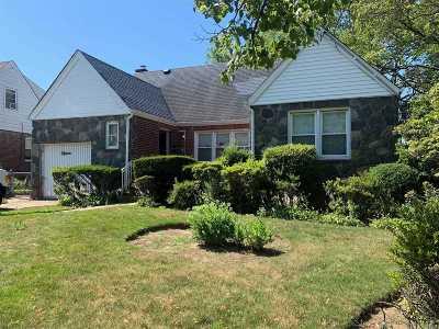 Valley Stream Single Family Home For Sale: 15 Arkansas Drive