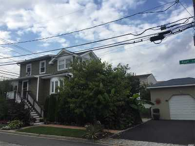 Bellmore Single Family Home For Sale: 100 Kopf Rd