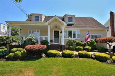 Massapequa Single Family Home For Sale: 264 N Pine St
