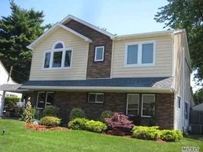 Westbury Single Family Home For Sale: 25 W Cabot Ln