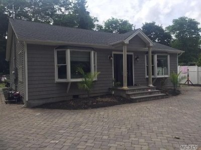 Holtsville Single Family Home For Sale: 48 Woodland Ave