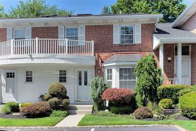 Syosset Condo/Townhouse For Sale: 144 The Knoll