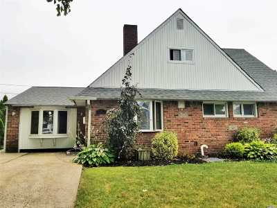 Hicksville Single Family Home For Sale: 9 Thimble Ln