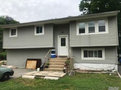 Central Islip Single Family Home For Sale: 10 Bayonne Ave