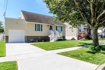 Oceanside Single Family Home For Sale: 253 W Windsor Pkwy