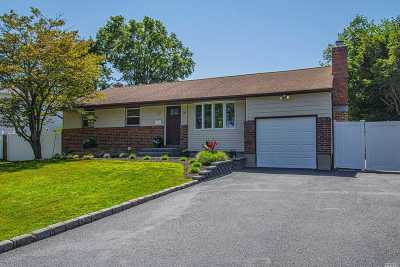 Commack Single Family Home For Sale: 16 Greenfield Lane