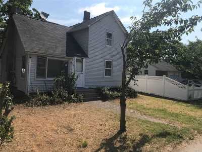 Bay Shore Single Family Home For Sale: 17 Center Ave