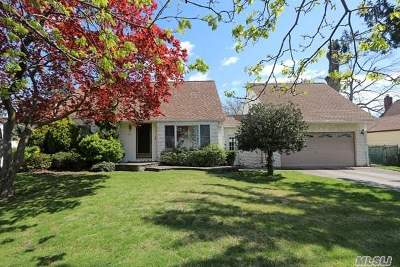 Franklin Square Single Family Home For Sale: 960 Windermere Rd