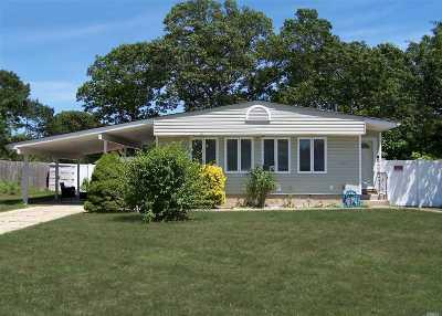 Ronkonkoma Single Family Home For Sale: 221 Maplecrest Dr