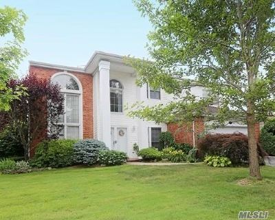 Commack Single Family Home For Sale: 157 Country Club Dr