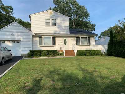 Ronkonkoma Single Family Home For Sale: 281 Breeze Ave