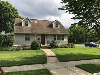Albertson Single Family Home For Sale: 145 Arleigh Dr