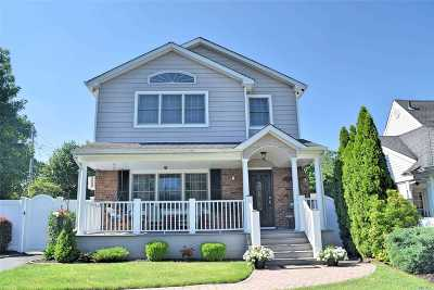 Levittown Single Family Home For Sale: 32 Sherwood Rd