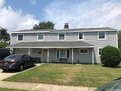 Hicksville Single Family Home For Sale: 35 Bridge Ln