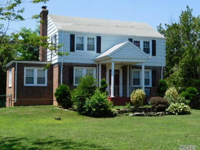 Massapequa Single Family Home For Sale: 134 Ocean Ave