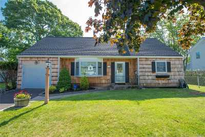 Islip Single Family Home For Sale: 17 Grace Ct