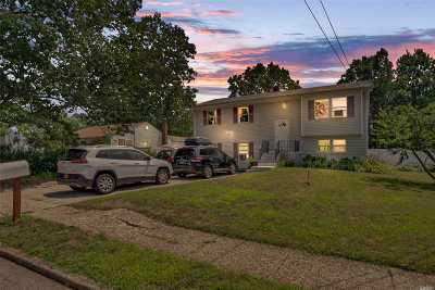 Brentwood Single Family Home For Sale: 136 Pear St