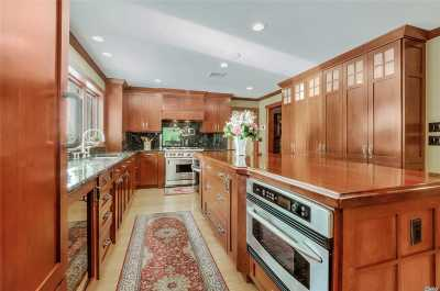 Manorville Single Family Home For Sale: 18 Green Ct