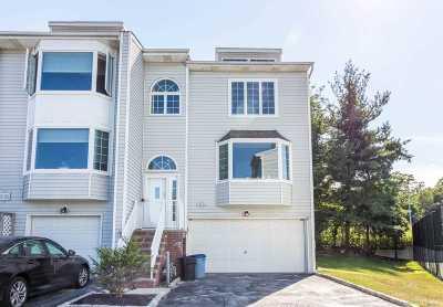 Douglaston Condo/Townhouse For Sale: 239-46 Oak Park Dr