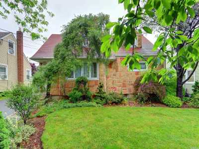 Valley Stream Single Family Home For Sale: 1155 Slabey Ave