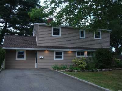 Hicksville Single Family Home For Sale: 37 Bunker Ln
