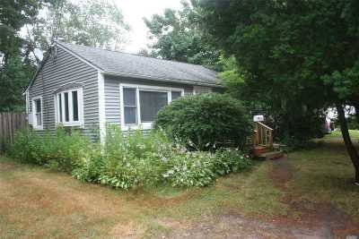 Ronkonkoma Single Family Home For Sale: 52 Woodland St