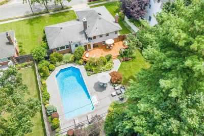 Syosset Single Family Home For Sale: 21 Narcissus Dr