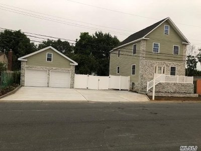 Copiague Single Family Home For Sale: 30 Daly Pl
