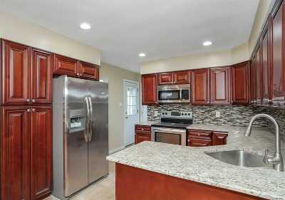 Lake Ronkonkoma Single Family Home For Sale: 160 W 3rd St