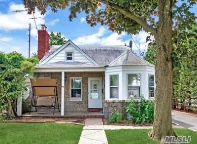 Hewlett Single Family Home For Sale: 57 Harris Ave
