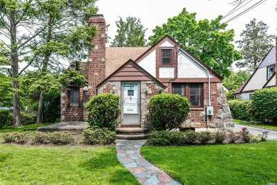 Great Neck NY Single Family Home For Sale: $929,990