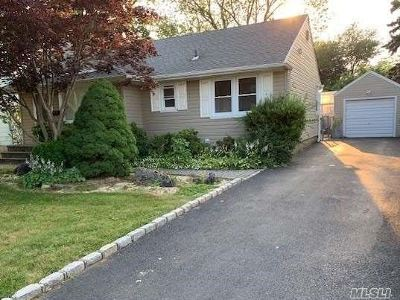 Syosset Single Family Home For Sale: 20 High St