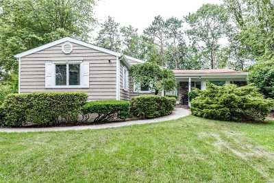 Dix Hills Single Family Home For Sale: 50 McCulloch Dr