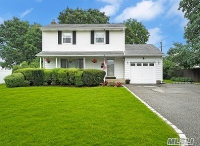 Commack Single Family Home For Sale: 21 Montrose Dr