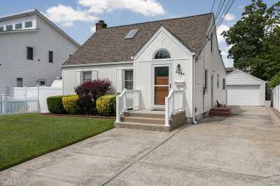 Wantagh Single Family Home For Sale: 2430 Sycamore Ave