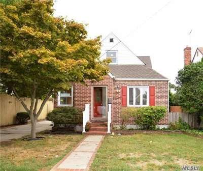 Mineola Single Family Home For Sale: 62 11th Ave