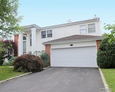 Commack Condo/Townhouse For Sale: 157 Country Club Dr