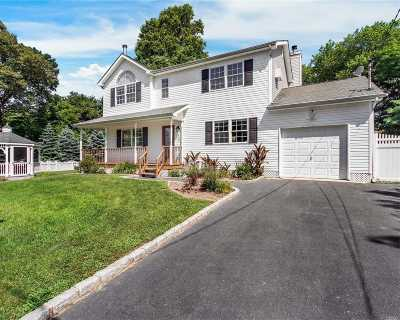 Suffolk County Single Family Home For Sale: 91 Edgewater Dr