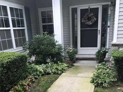 Moriches Condo/Townhouse For Sale: 466 Hampton Ct