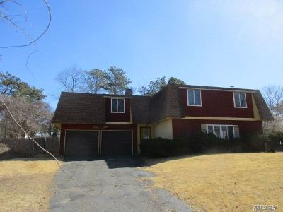 Suffolk County Single Family Home For Sale: 39 Blackpine Dr