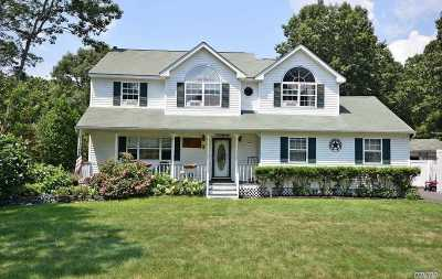 Manorville Single Family Home For Sale: 24 Diane Dr