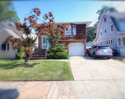 Lynbrook Single Family Home For Sale: 68 Lawrence Ave