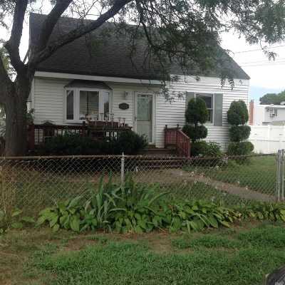 Copiague Single Family Home For Sale: 403 Ferndale Ct