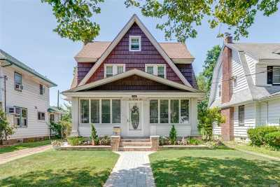 Lynbrook Single Family Home For Sale: 275 Earle Ave