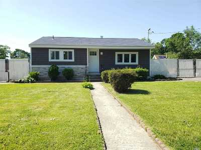 Suffolk County Single Family Home For Sale: 28 Hemlock St